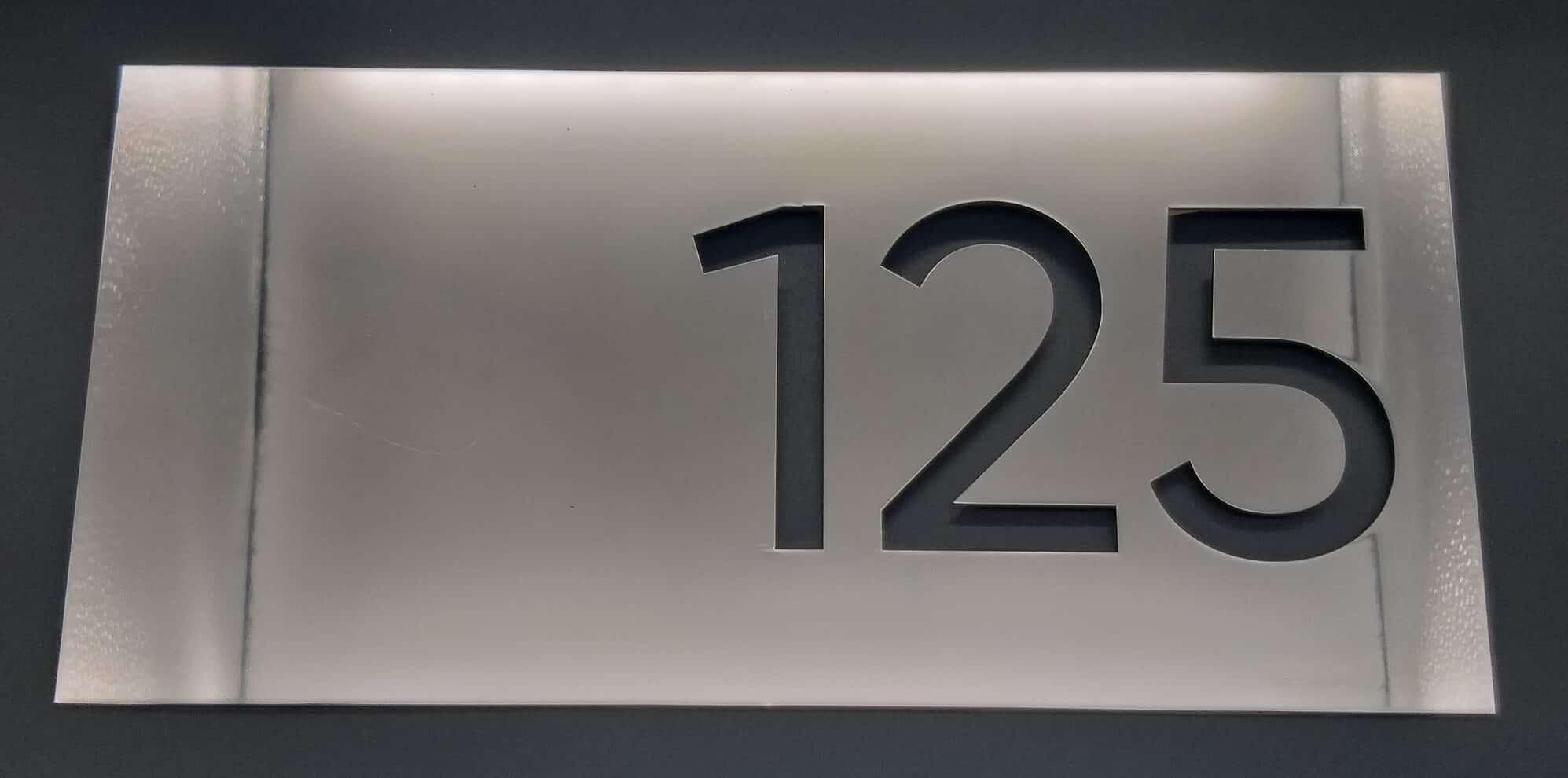 Номер комнаты из метала