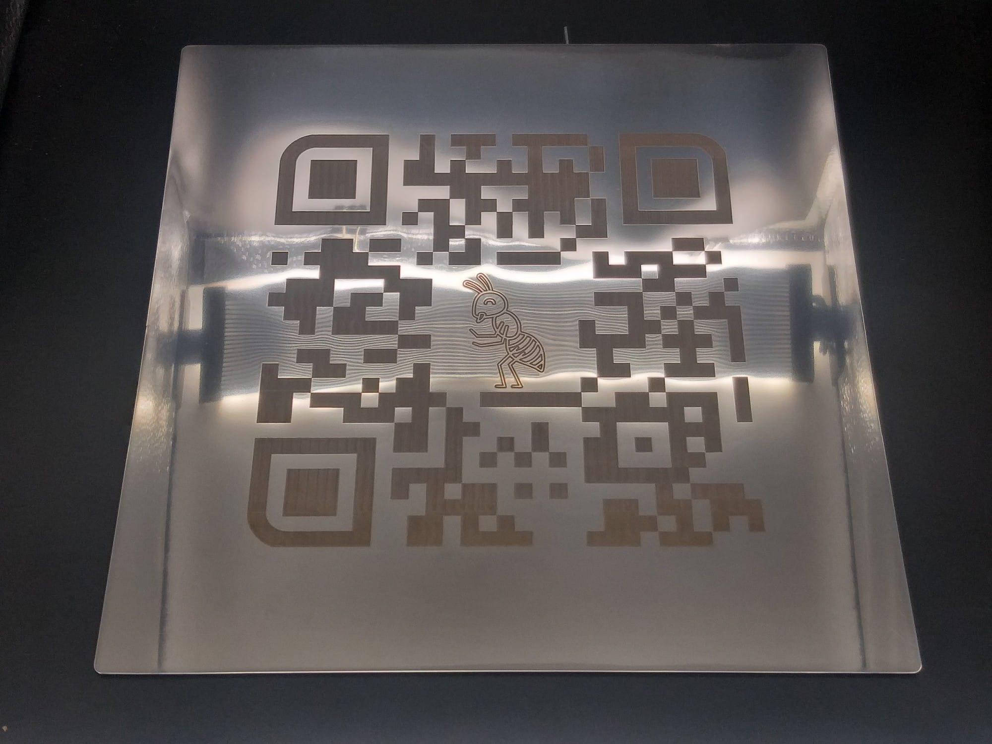 Табличка с QR кодом