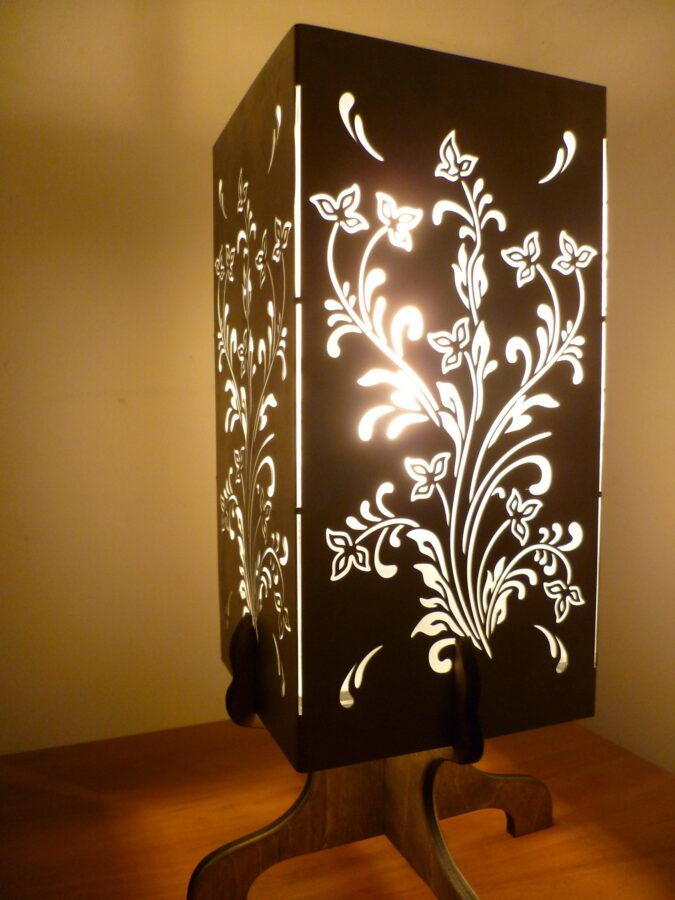 Лампа с орнаментом